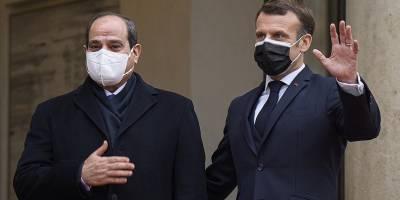 Sisi'ye gizli gizli Fransız nişanı takıldı