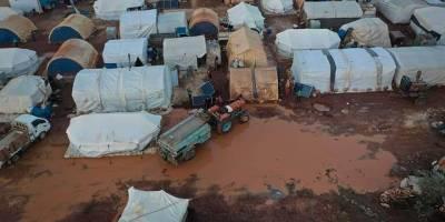 İdlib'de yoğun yağışlar çamur birikintilerine neden oldu