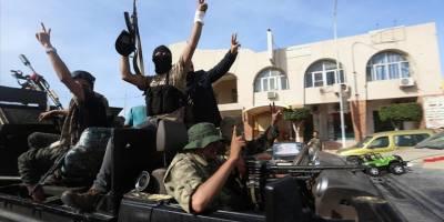 Paralı askerlerden intikam almak isteyen Libyalılar Hafter'e ait karargahı bastı