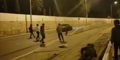 Aşırı sağcı İsrailliler, Filistinlilerin bulunduğu araca saldırdı