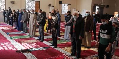 Gazze'de bir aydan uzun süredir kapalı olan camiler yeniden ibadete açıldı