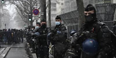 Fransa'da polis müdahalesi sonrası bebeğini düşürdü