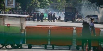 Myanmar'da protestolar darbecilerin sert müdahalesine rağmen sürüyor