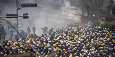 Myanmar'da darbe karşıtlarına müdahale: Gerçek mermi kullanıldı