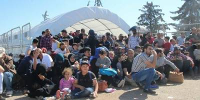 Esed bombalarla erittiği Suriye halkını şimdi de kimlik dayatmasıyla yok ediyor!