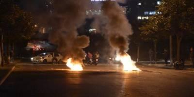 Lübnan'da göstericiler sokakları ateşe verdi