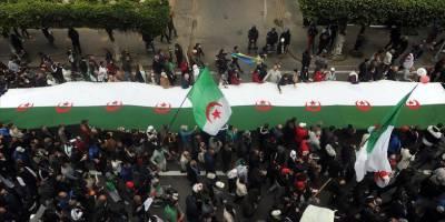Cezayir'de yeniden başlayan gösteriler 4 cumadır devam ediyor