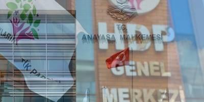Parti kapatmalar ülkesi: Türkiye