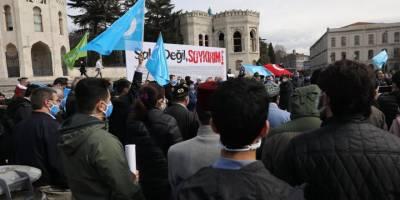 """İstanbul'da Doğu Türkistan için """"Şaka Değil Soykırım"""" eylemi yapıldı"""