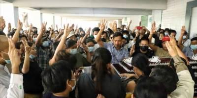 Myanmar'da darbeciler katlettikleri protestocuların naşı için ailelerinden haraç istiyor!