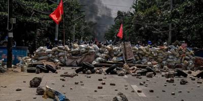 Myanmar'da darbeci güçlerin öldürdüğü kişi sayısı 737'ye çıktı
