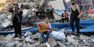 Gazze'de, Siyonist saldırılarda yıkılan Hanadi binasının enkazı üzerinde konser verildi