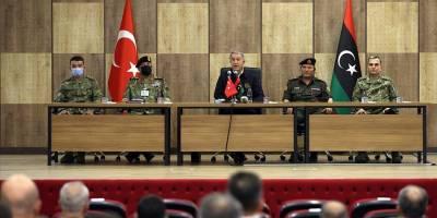 Milli Savunma Bakanı Akar, Libya'da askeri yetkililerle bir araya geldi