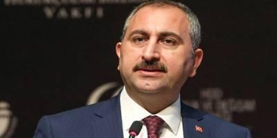 """Abdulhamit Gül, """"Hukuk fakültelerine veteriner dekan atanması beni çok rahatsız ediyor"""""""