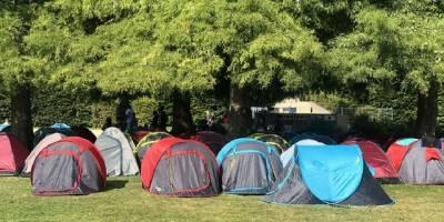 Göçmen ve evsizlerin Paris Valiliği önündeki bekleyişleri sürüyor