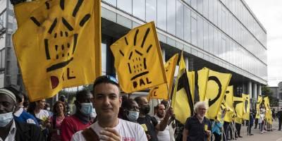 Paris'te evsizlerin gözaltı merkezlerine götürülmesi protesto edildi