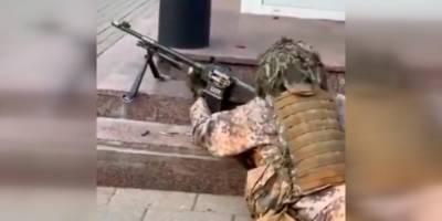 Letonya'da sokakta askeri tatbikat yaptılar