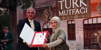 Okul kitaplarına 'ek kaynak kitap' istenirken, Emine Erdoğan'ın kitabının finansörü kamu mu oldu?
