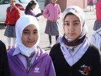 İzmir'de Başörtülü Öğrencilere Yine Sürgün