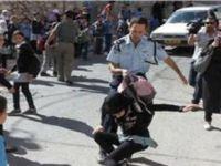 Siyonistler Filistinde Çocuklara Saldırıyor