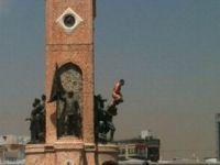 Atatürk Heykeli Üzerinde Çıplak Bir Adam