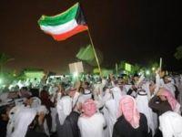 Kuveytte 100 Binlik Protesto Gösterisi (VİDEO)