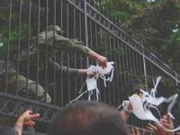 Askerden Taksim Göstericilerine Maske