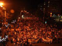 Diyarbakır'da Binler Meşaleli Yürüyüşle Darbeyi Lanetledi