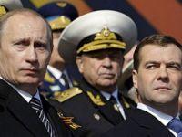 Putin, Medvedevden Emaneti Devralıyor