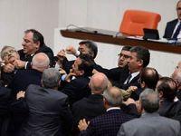 AK Parti ve CHP'li Milletvekilleri Kavga Etti (FOTO)