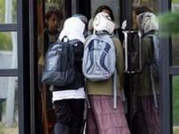 İşte Batı Demokrasisi: İsviçre'de Müslümanlar da El Sıkışmak Zorundalarmış!