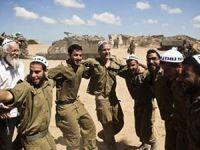 İşgalci İsrail Askerlerinin Katliam Halayı!