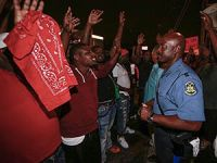 Polisin Öldürdüğü Siyahi Gencin Otopsi Raporu Açıklandı