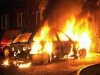 Erciş'te Yol Kesen PKK'lılar Araçları Ateşe Verdi