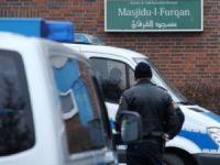Alman Polisi İlk Kez Cami Bastı
