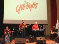 Grup Yürüyüş, Karabük Üniversitesi'nde Konser Verdi