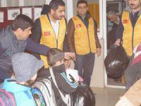 İyilik-Der ve Özgür-Der'den Suriyeli Öğrencilere Kıyafet Yardımı