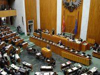 Avusturya'da İslam Karşıtı Yasa Kabul Edildi