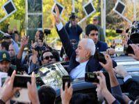 """Büyük Şeytan"" İle Anlaşan İran'ın Sevinci (FOTO)"
