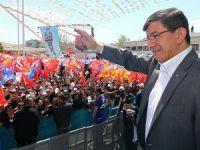 """Davutoğlu'ndan """"AK Parti Yenilenecek"""" Mesajı"""