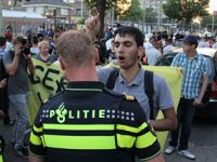 Hollanda'da 100 Kişi Tutuklandı