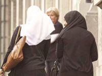 Fransız Kadın Siyasetçilerinin Başörtüsü Düşmanlığı Teorisyenliği