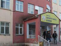 Hakkari'de Liseye Molotofkokteylli ve Taşlı Saldırı