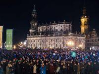 Almanya'da PEGIDA Taraftarları ile Karşıtları Gösteri Yaptı