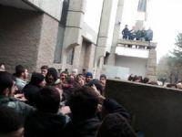 ODTÜ'de Solcu Çeteler Namaz Kılan Öğrencilere Saldırdı (Video)