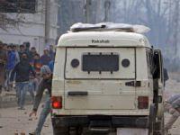 Keşmir'de Askeri Araca Saldırı