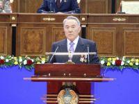 Kazakistan'da Nazarbayev'in Partisi Yüzde 82 ile Kazandı