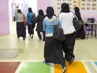 Fransa'da Müslüman Öğrenciye Yönelik Uzun Etek Baskısı