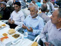 Sur'da PKK'nin Mağdur Ettiği İnsanlar İçin İftar Çadırı