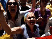 Venezuela'da Göstericiler Polisle Çatıştı